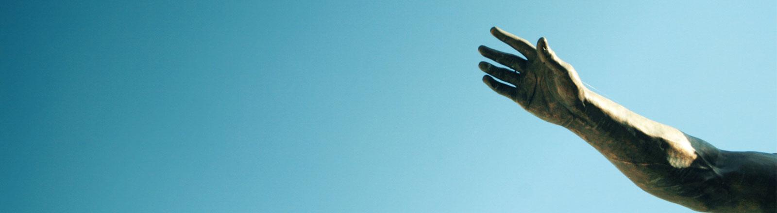 Die Hand einer Statue