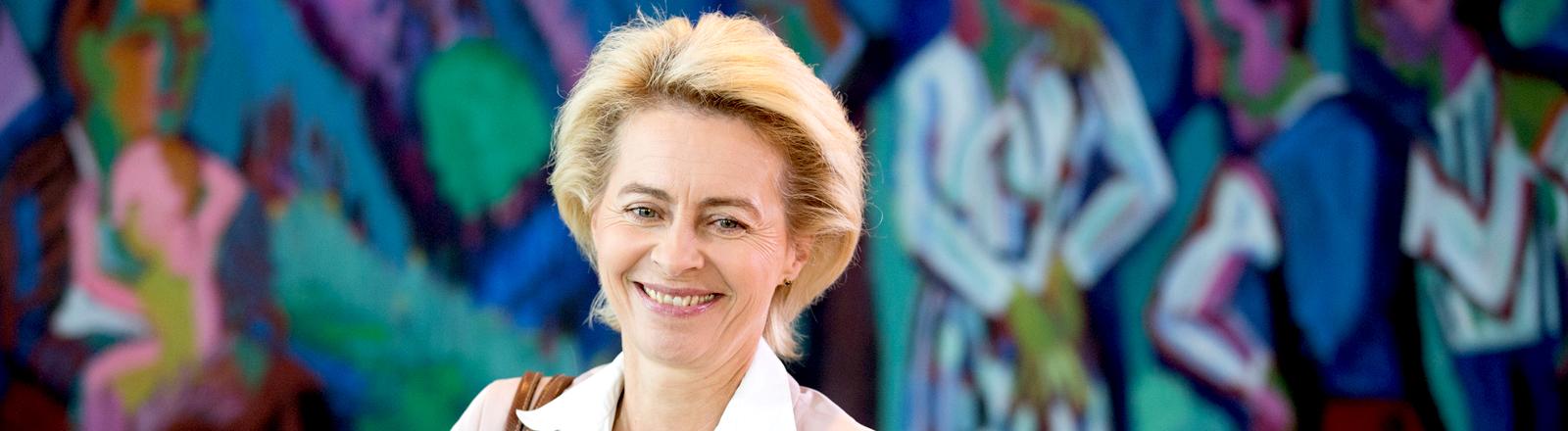 Ursula von der Leyen vor einer Kabinettssitzung