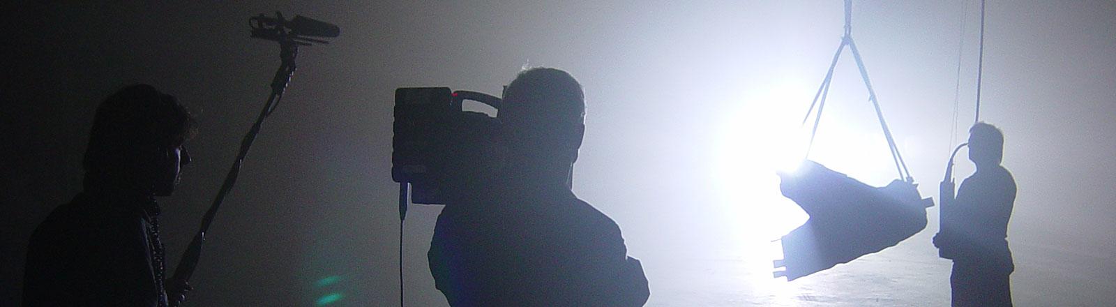 Kamerateam im Gegenlicht
