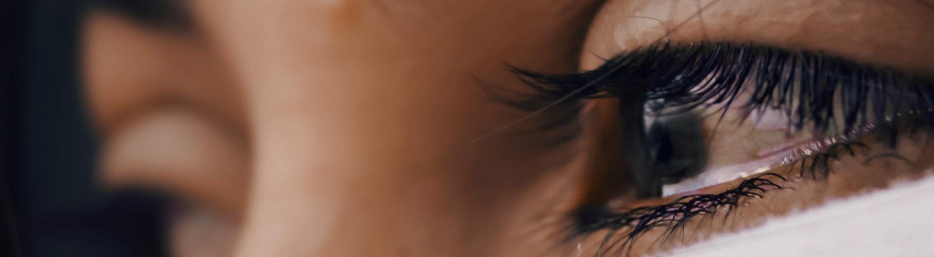 Tränen im Auge einer Frau