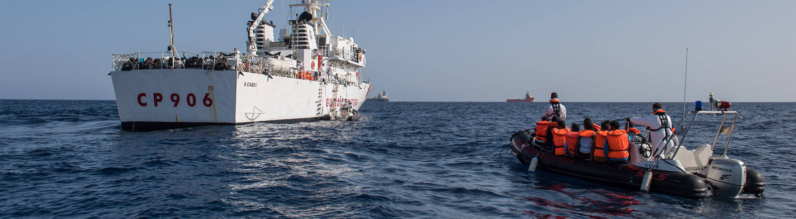 Die Sea-Watch 2 vor der lybischen Küste