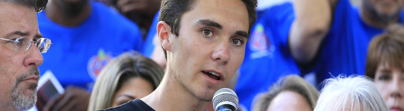 David Hogg, Schüler auf einer Demo zur Verschärfung der Waffengesetze