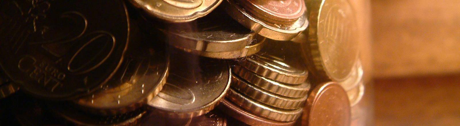 Ein Glas mit Münzen