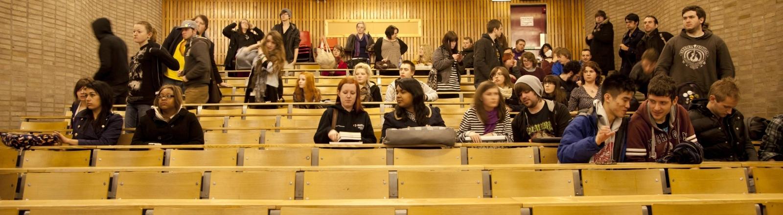 Studierende an der Aberystwyth University in Wales im Frühjahr 2012