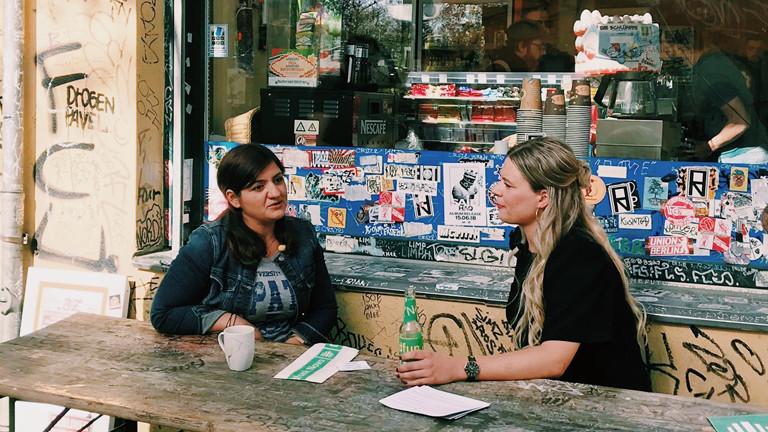 Die LINKE-Politikerin Özlem Demirel im Gespräch mit Rahel Klein