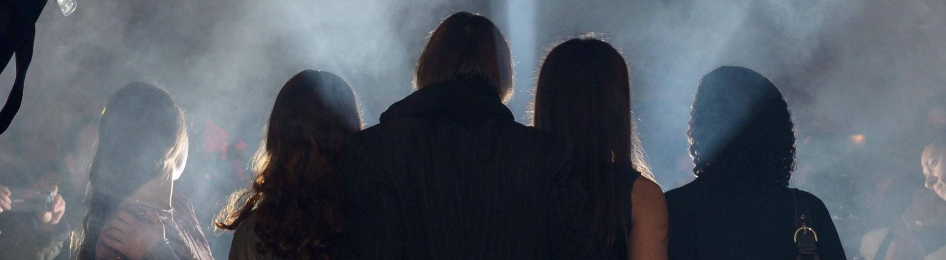 19.11.2019, Yung - Premiere - roter Teppich Blitzlichtgewitter - Darsteller