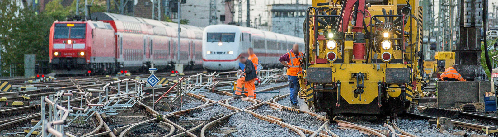 Hier werden Weichen erneuert: Bauarbeiten in der Nähe des Kölner Hauptbahnhofs