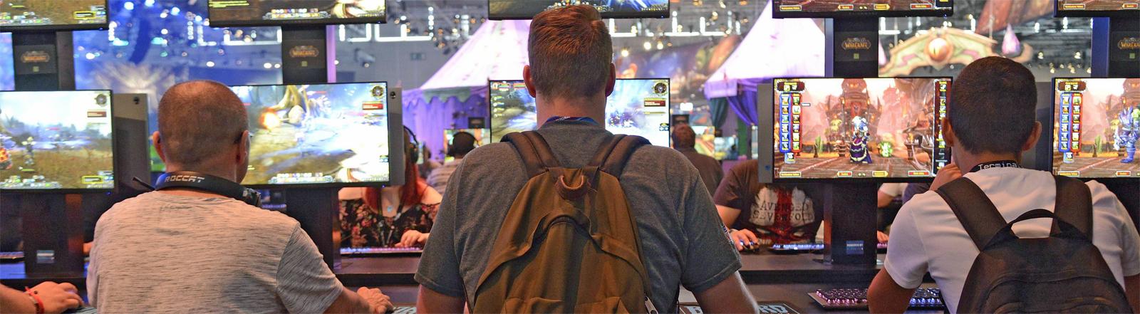 Gamer auf der Gamescom 2018 in Köln