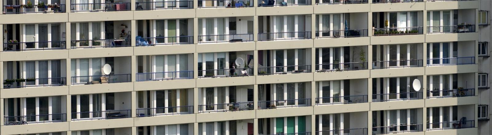 Auch für die Eigentümer von Wohnungen wird Grundsteuer fällig: Plattenbau am Mehringplatz in Berlin-Kreuzberg