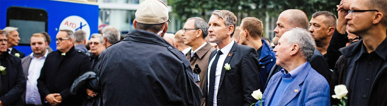 Sogenannter Schweigemarsch von AfD und Pegida - zentrale Figur Björn Höcke