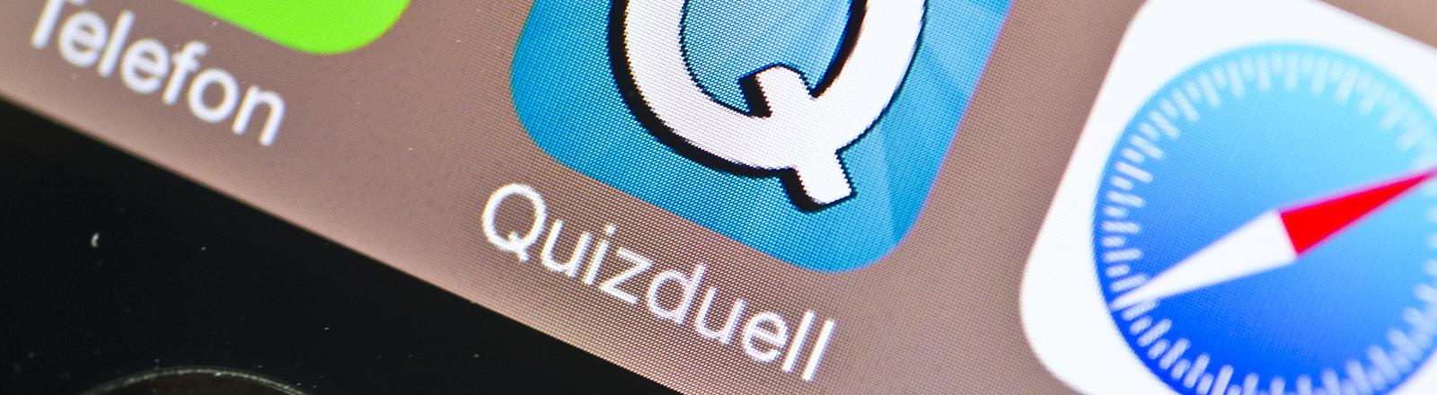 Die App Quizduell (M) ist am 21.02.2014 auf einem Smartphone in Berlin zu sehen.