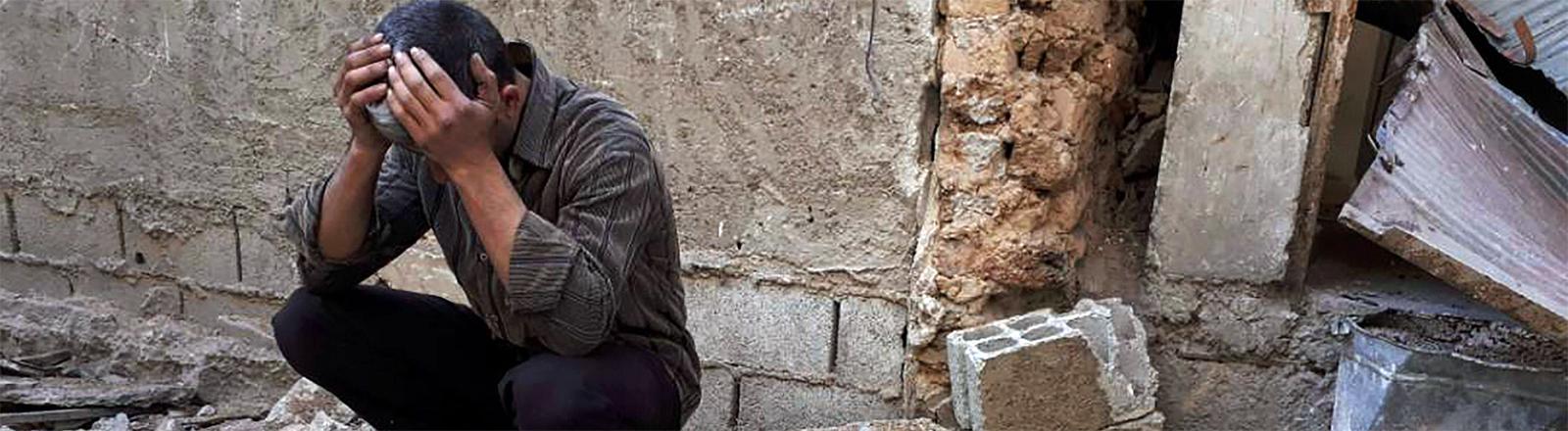 Nach dem Angriff mit chemischen Waffen: Ein trauernder Mann im syrischen Douma am 9. April 2018