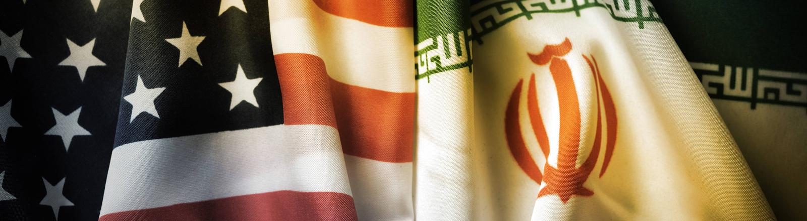 Collage aus US-amerikanischer und iranischer Flagge