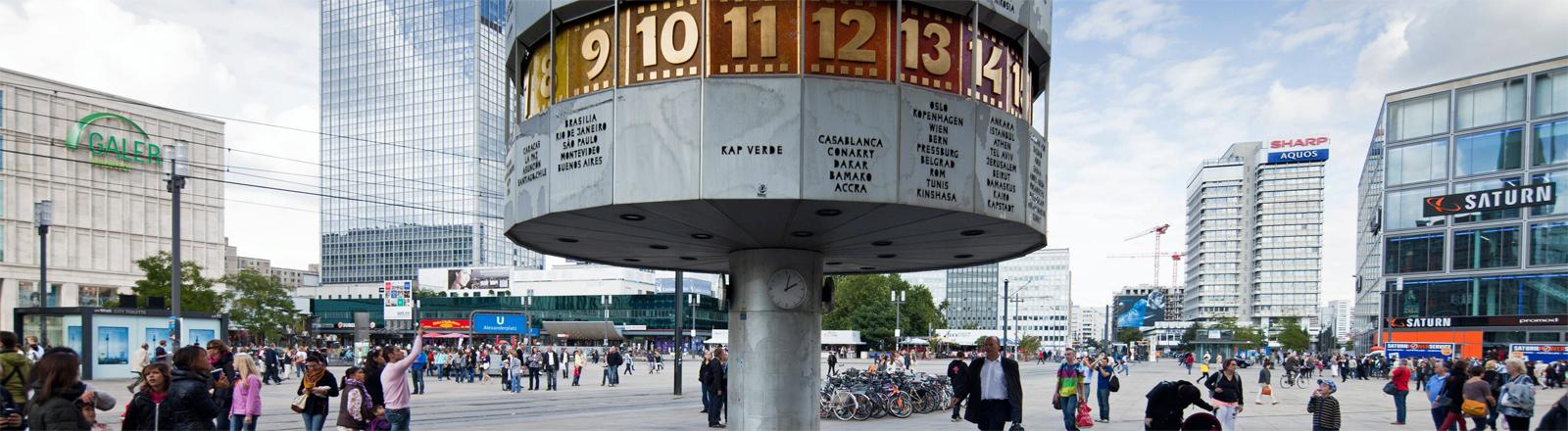 Zwei Stock   Angerer Die Weltzeituhr am Berliner Alexanderplatz
