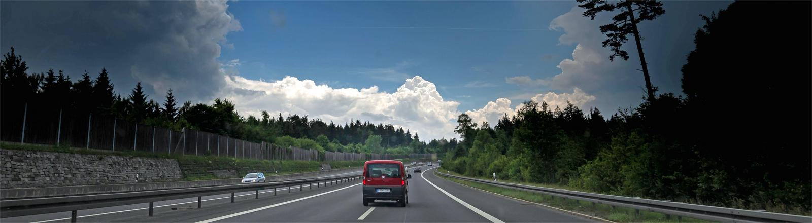 Natürliches Wolkenphänomen auf der A2 bei Zwickau