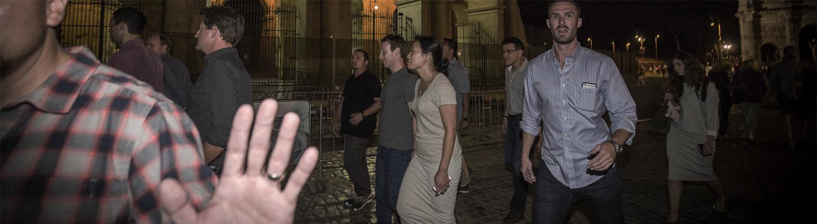 Mark Zuckerberg und seine Frau bei einem Nachtspaziergang in Rom im August 2016