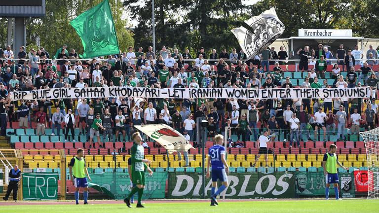 Banner deutsches Stadion Support Iranian Women
