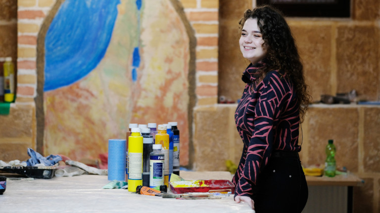 Lidia Edel in der Werkstatt der Synagoge in Halle.