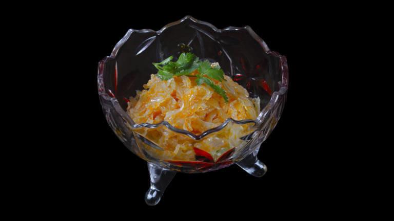 Eine Schale mit Quallensalat