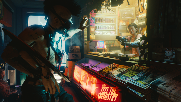 Screenshot aus dem Spiel Cyberpunk 2077: Mann in einem Kiosk zielt mit einer Waffe auf einen Cyberpunk.
