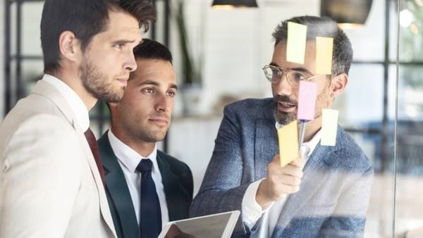 Geschäftsmänner bei der Arbeit (Symbolfoto)