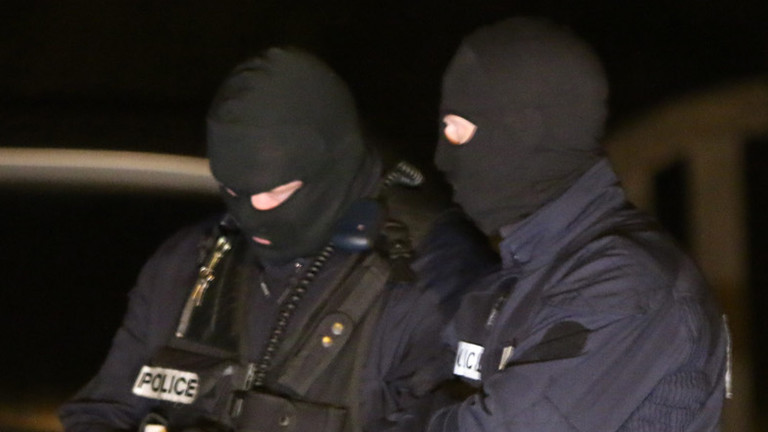 Zwei Polizisten bei der Suche nach den Attentätern von Charlie Hebdo