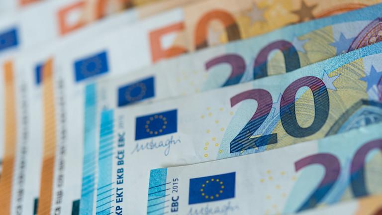 Zahlreiche Banknoten von 10, 20 und 50 Euro
