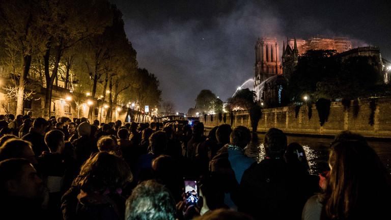Die Kathedrale Notre Dame in Paris brennt am 15. April 2019.