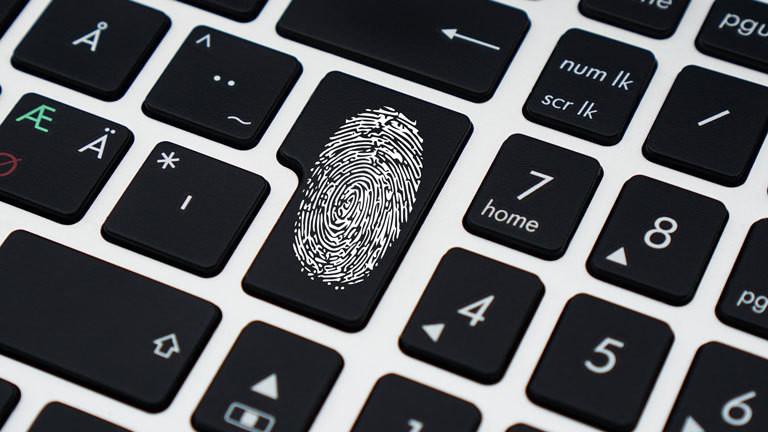 Fingerabdruck auf Tastatur