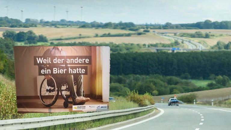 Autobahnplakate Kampagne Verkehrssicherheit