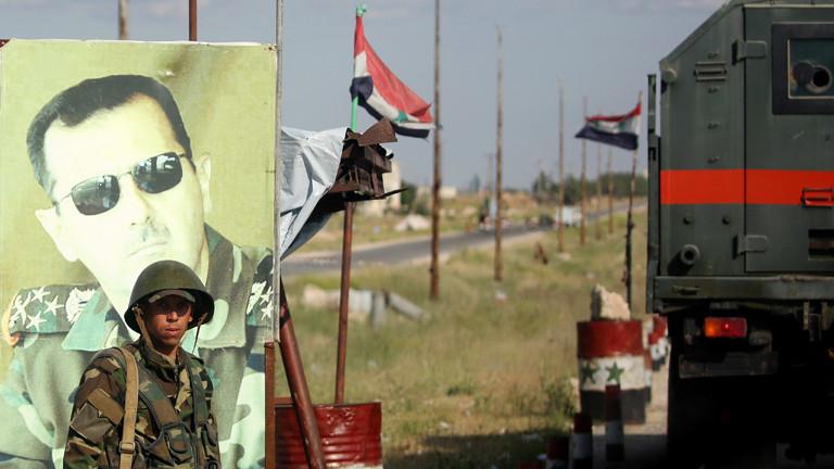 Soldat vor Assad-Plakat