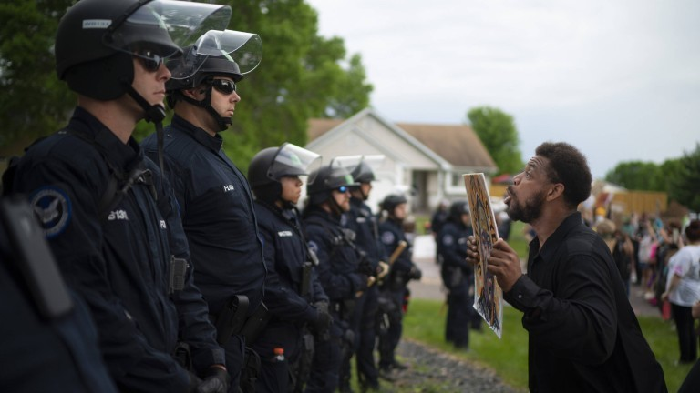 Minneapolis, Minnesota am 27.05.2020: Eine Demonstration nach dem Tod des Afroamerikaners George Floyd
