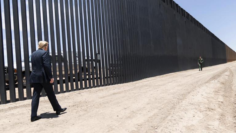 200 Meilen Zaun sind erneuert: Donald Trump im Juni 2020 an der Grenze zu Mexiko
