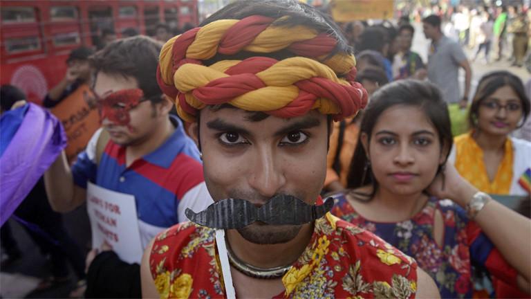 Indien: Rainbow Pride Walk in Kalkutta im  Dezember 2016
