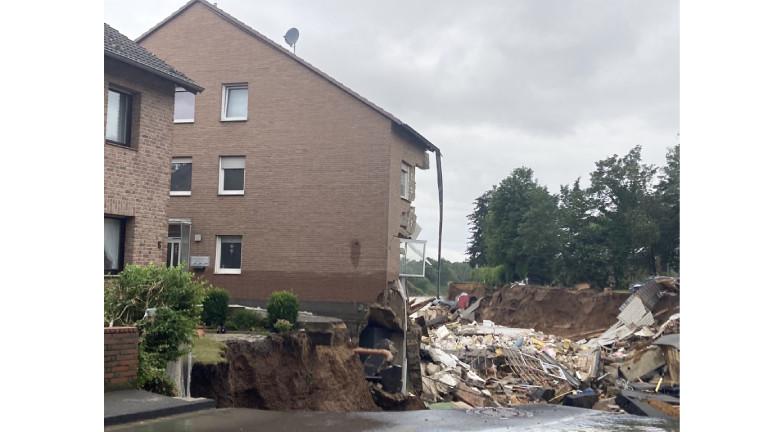 Nach der Flut blieb diese Wand stehen – inzwischen ist sie abgerissen worden.