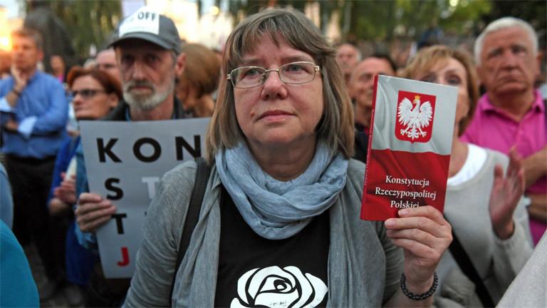 Proteste für einen unabhängigen und verfassungsgemäßen obersten Gerichtshof am 3. Juli in Warschau