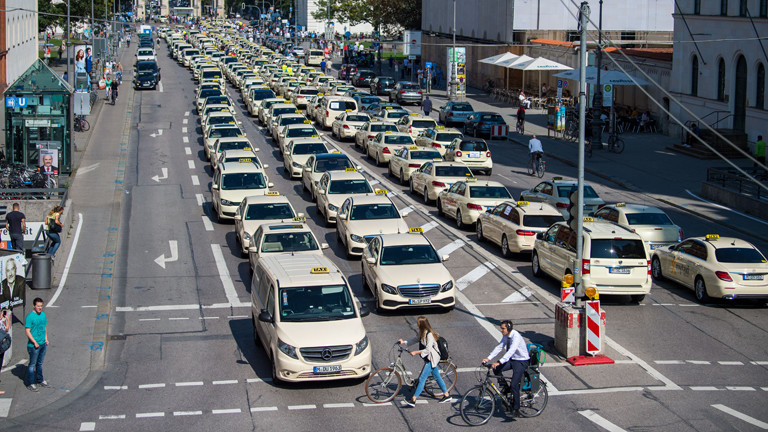 Protestierende Taxifahrer in München im September 2018