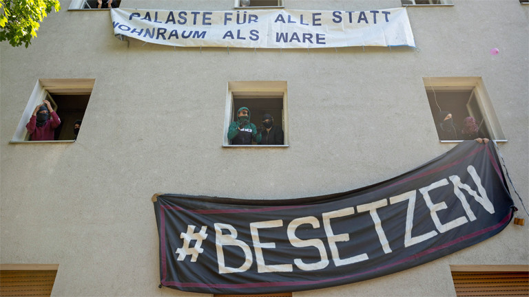 Protest gegen Leerstand und Wohnungsnot: Hausbesetzer in Berlin Neukölln