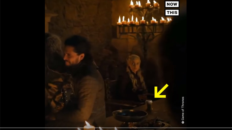 Ein Kaffebecher in einer Game of Thrones Serie