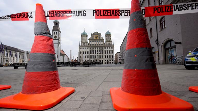 Polizeiabsperrung vor einem Rathaus