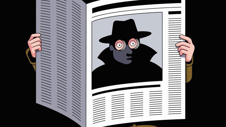 Spion schaut durch eine Zeitung