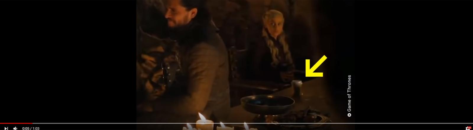 Ein Kaffeebecher in einer Game of Thrones Serie