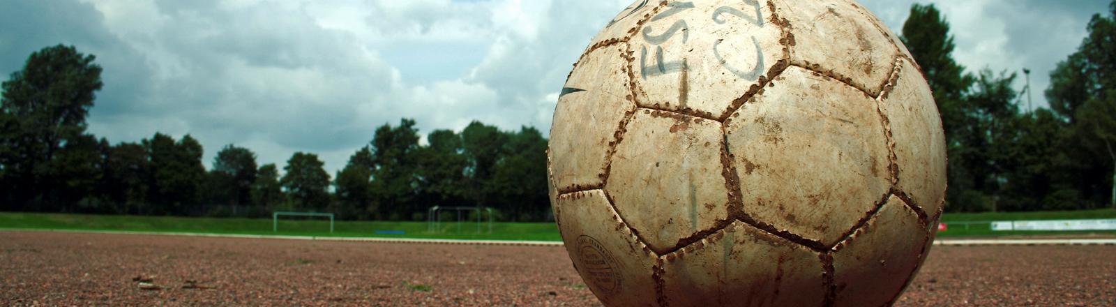 Ein Fußball.