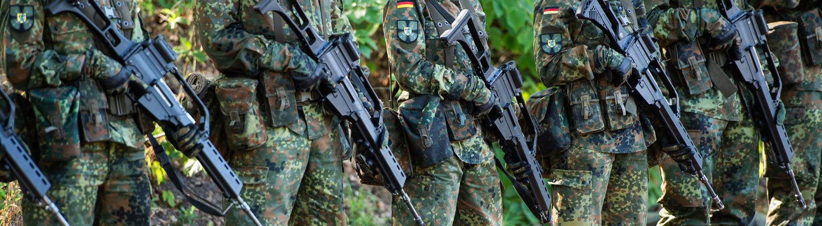Soldaten in Reih und Glied