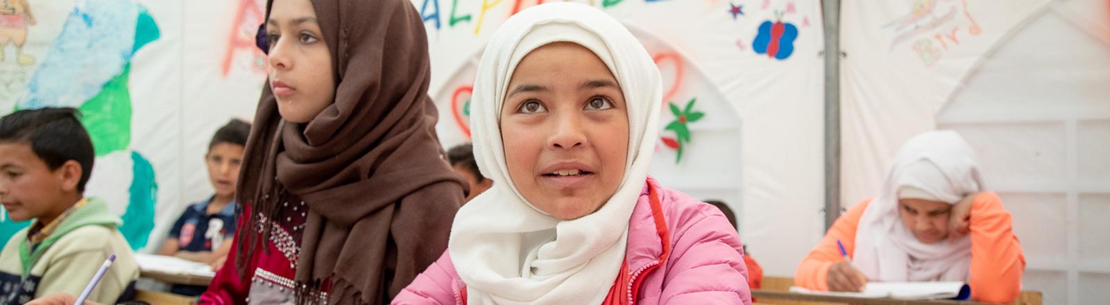 Kinder in einer der Zeltschulen des Vereins im Libanon