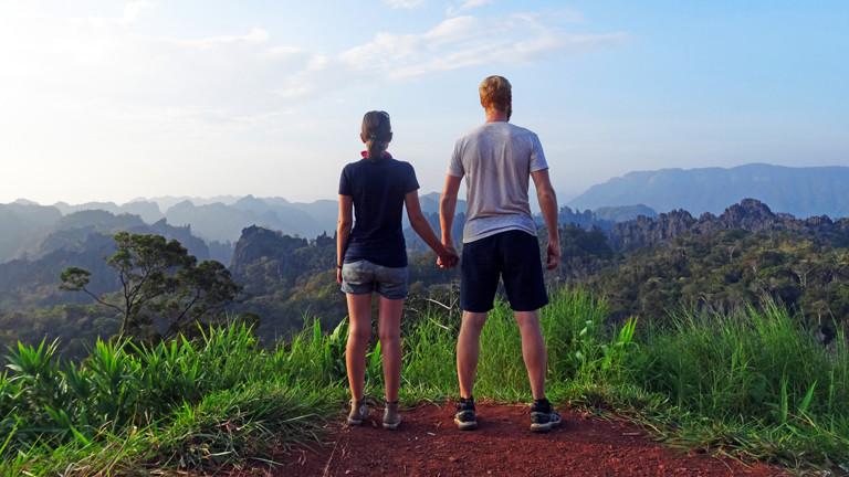 Anne Duchstein & Sebastian Haffner während des 500km Roadtrips Thakek Loop - Laos