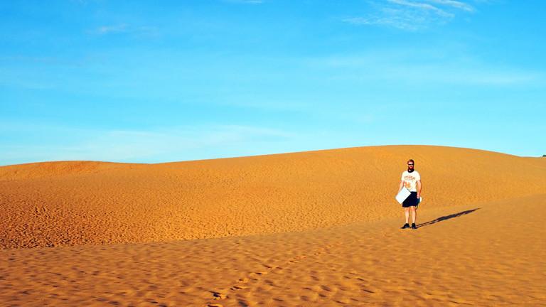 Sebastian Haffner bei den roten Sanddünen von Mui Ne - Vietnam
