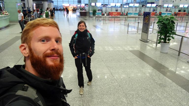Anne Duchstein & Sebastian Haffner auf dem Weg nach Bali - Flughafen Kuala Lumpur, Malaysia