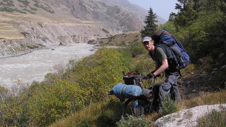 Richard Löwenherz mit dem Fahrrad in Kirgistan