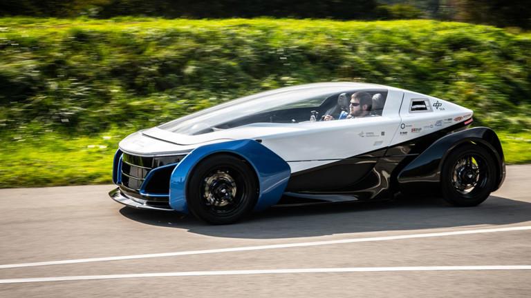 """Das """"Safe Light Regional Vehicle"""" ist ein E-Auto mit Hybridantrieb."""